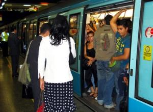 Santiago Metro- Manuel Montt Station-suck it in