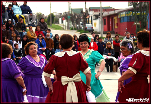 Señoras preparing to dance cueca in Concón, August 2009