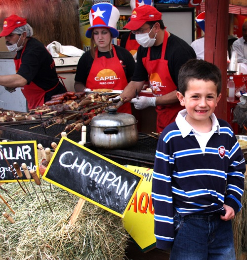 A fan of choripan (note the anticuchos on the grill behind him)