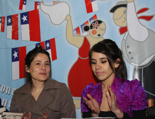 Editor Camila Rojas (left), author Araucaria Rojas (right) © MSnook 2009