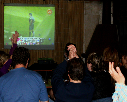Chile 4, Colombia 2... Chile's on its way to South America!