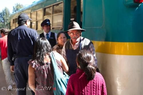 Abuelo en la estación Constitución. Ramal de Maule, Chile